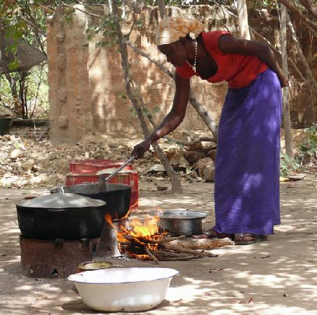 Bird Safari Camp: Jeneba cooks dinner