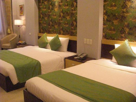 Hanoi City Palace Hotel : We were upgraded to a suite upon our return from Halong Bay.