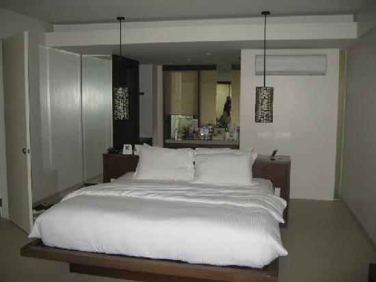 Discovery Shores Boracay: The room.