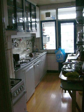 BB IJ : Kitchen in the Nostalgia Suite