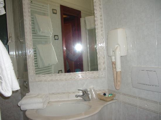Hotel Hiberia: Lavabo