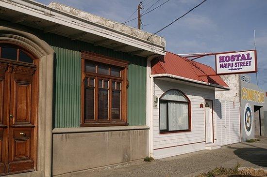Hostal Maipu Street: The front door