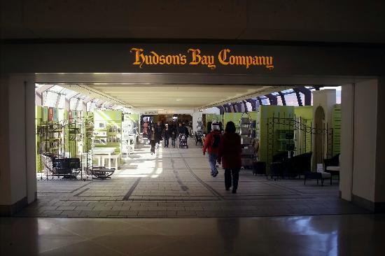 Rideau Centre: Pedestrian Bridge to Bay Company