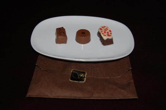 Schocolat : Earl Gray, Brandy Pear, and Harlequin