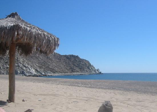 Baja Bungalows: Los Frailes snorkeling by the rocks