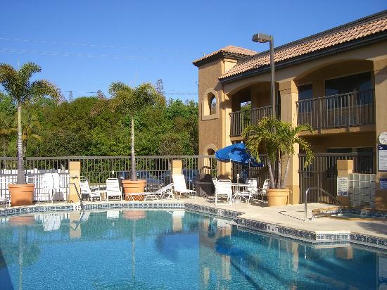 Comfort Inn: piscina