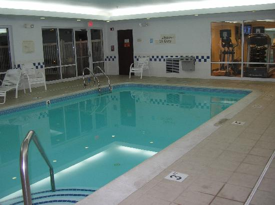 Fairfield Inn & Suites Dulles Airport Chantilly : Great pool - with a lifeguard