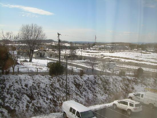 Holiday Inn Express Hotel & Suites Christiansburg : Room view facing highway