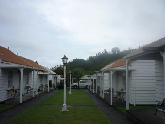 Coromandel Colonial Cottages Motel: Beautiful even though the weather wasnt!