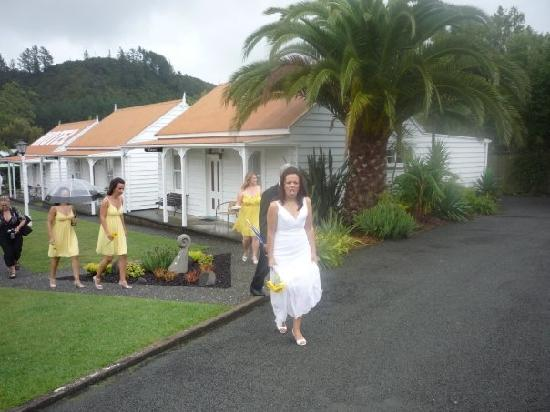 Coromandel Colonial Cottages Motel: On our way to the main house