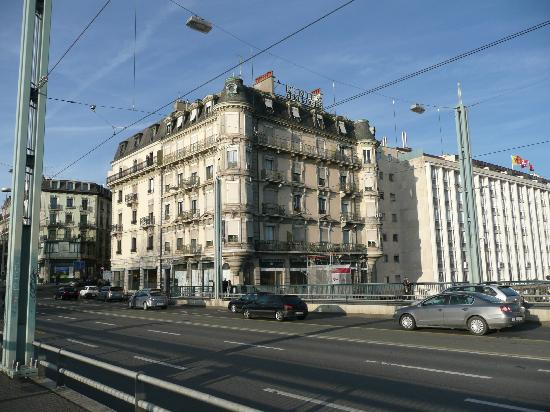 Des Tourelles : Hotel from across the street