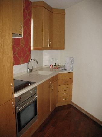 Solplay Hotel de Apartamentos: coin cuisine (plaque vitro, frigo, congel,  lave linge, four, etc...tout le necessaire imaginabl
