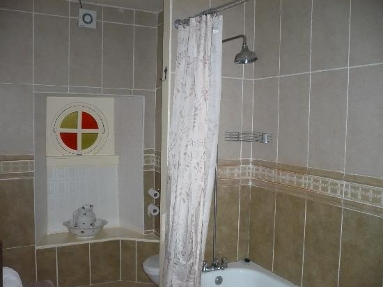 The Retreat Castle Rooms: Bathroom
