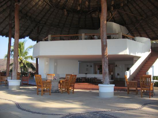 Punta Serena: Bar area by pool