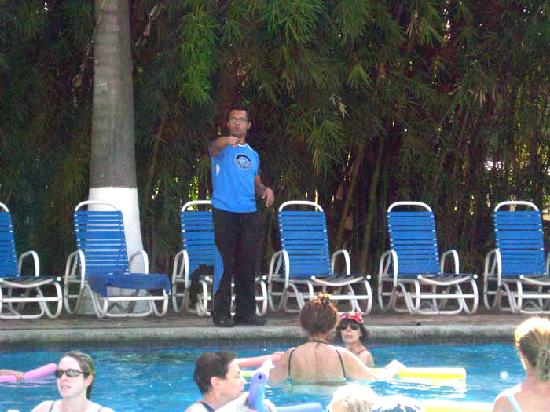Hotel Spa Ixtapan: Water aerobics with Antonio