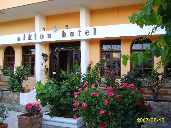 Alkion Hotel: Front of Alkion