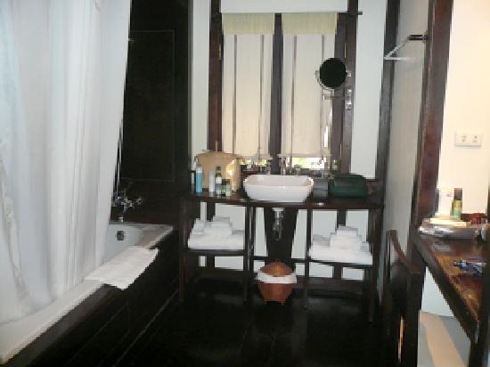 Hotel 3 Nagas Luang Prabang MGallery by Sofitel: Bad
