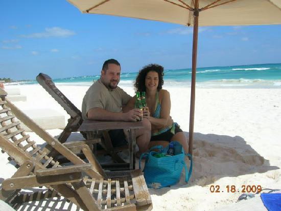 Nueva Vida de Ramiro: beach beds and umbrella, beautiful beach