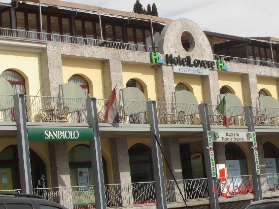 Hotel Lovere Resort & Spa: la facciata sul lago