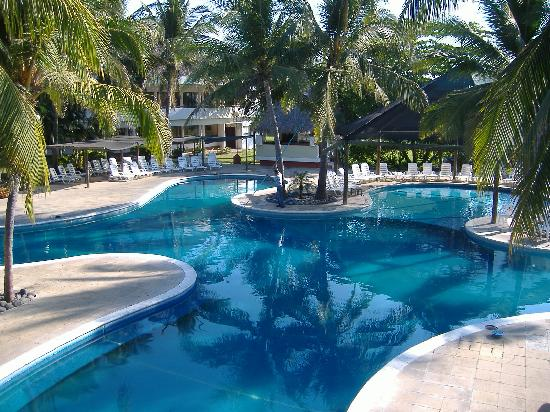 Villas del Pacifico Resort & Conference Center: Grande piscine