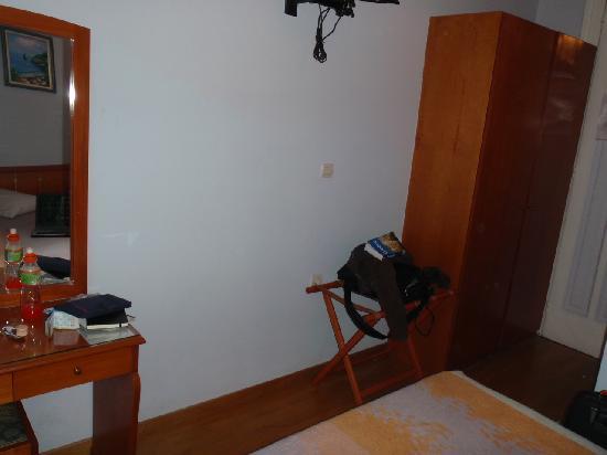 Cecil Hotel: room