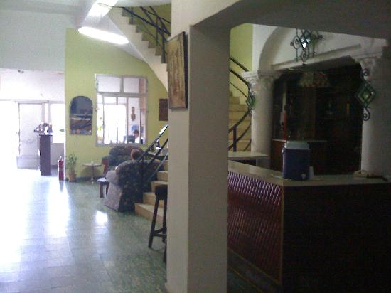 Hotel La Española: The basic bar and reception in the main entry area