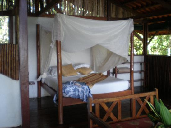 El Remanso Lodge: Romantic bed in La Vainilla