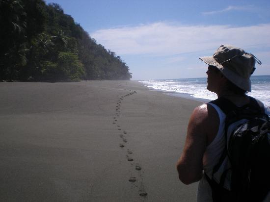 El Remanso Lodge: Beach walk