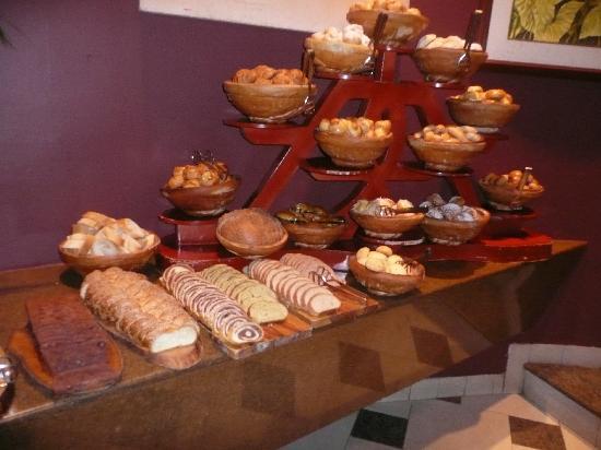 هوتل أورو فيردي جواياكيل: breakfast rolls