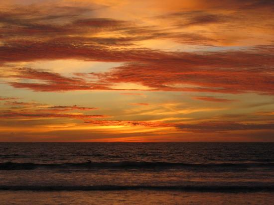 لوسا هوتل: Sonnenuntergang Strand ca 18.50 Uhr Orstzeit