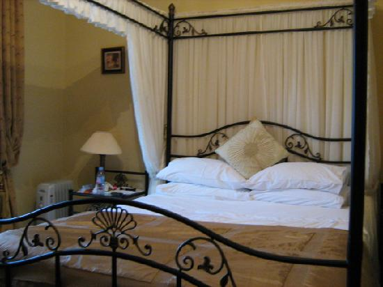 Villa Claudia: The bedroom. We hated having to get up for breakfast!