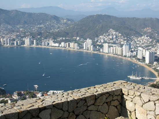 The Grand Mayan Acapulco: Acapulco Bay -resort is south of here