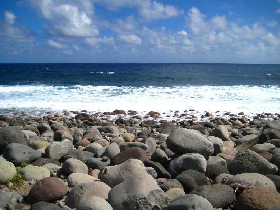 Province of Batanes, الفلبين: rocky beach