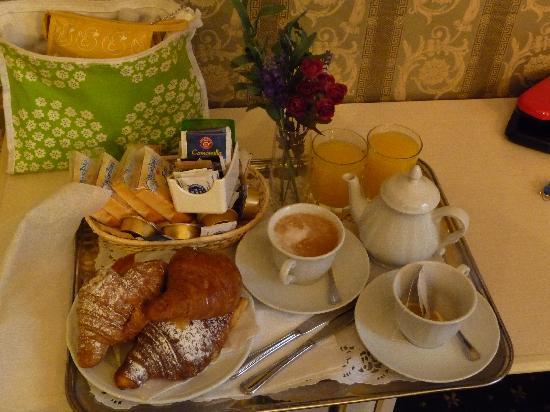Domus Borgognona: Breakfast