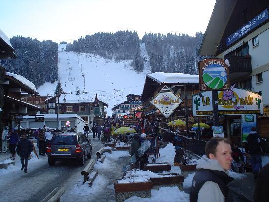 Hotel Alpina : the high street morzine