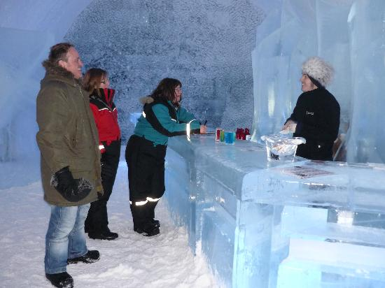 Icehotel : the Ice Bar