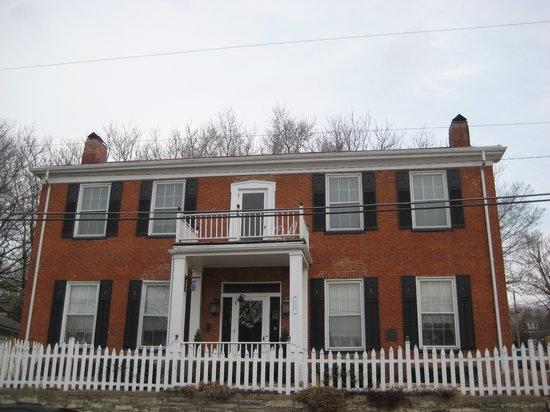 The Hatchery House B&B~Weston, MO