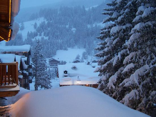Breithorn Hotel: View looking left from the balcony.