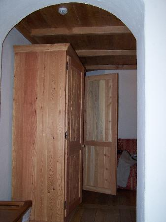 Breithorn Hotel: Armoire in the sitting area.