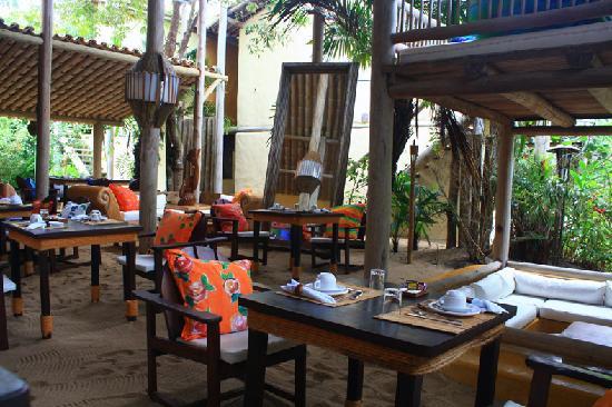 Pousada Bahia Bonita: Restaurant and living room