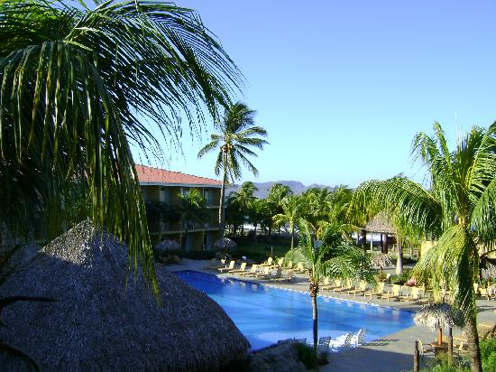 Flamingo Beach Resort & Spa: From our balconey looking south