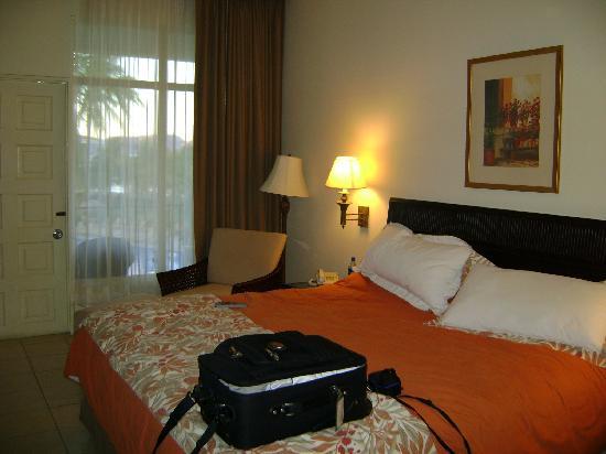 Flamingo Beach Resort & Spa: Our Room