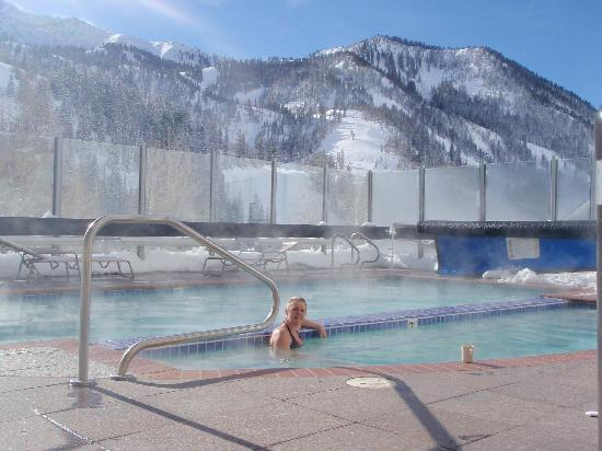 The Inn at Snowbird: Lov'in the hot tub.