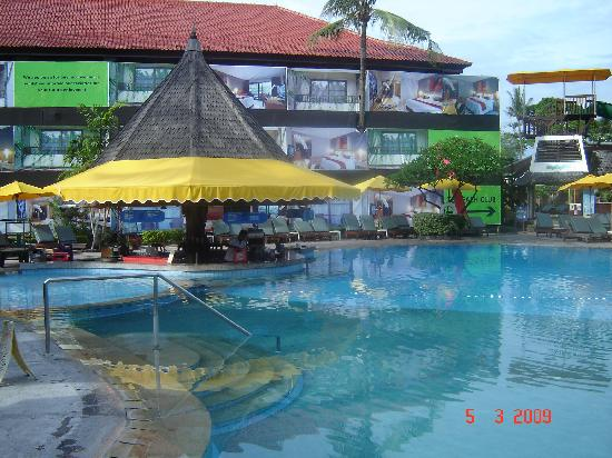 Bali Dynasty Resort Hotel: Pool Bar