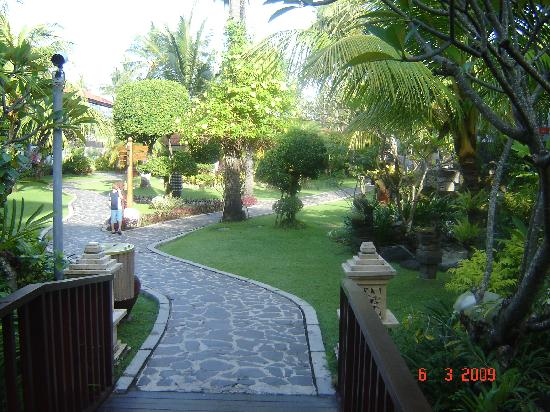 Bali Dynasty Resort: More Gardens