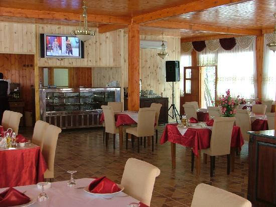 Hotel Barcelona Yusufeli: Un comedor amplio