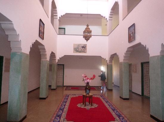 Hotel les Amandiers: patio intérieur
