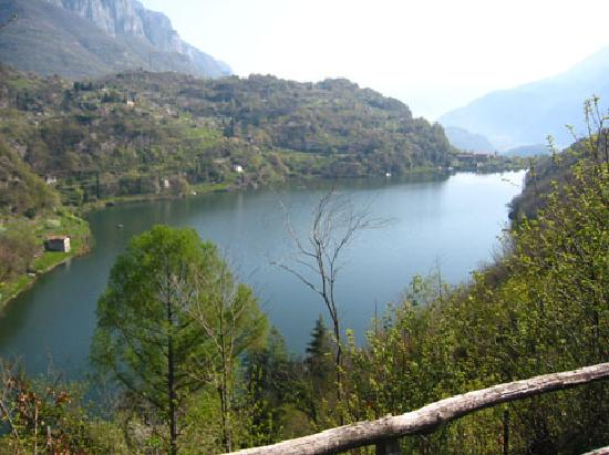 Боарио-Терме, Италия: Lake Moro, nestled above Boario Terme