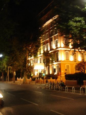 Hotel Ellington : Frontage to Boulevard Dubouchage