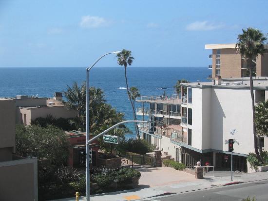 Laguna Brisas Hotel: View towards the ocean from 4th floor veranda